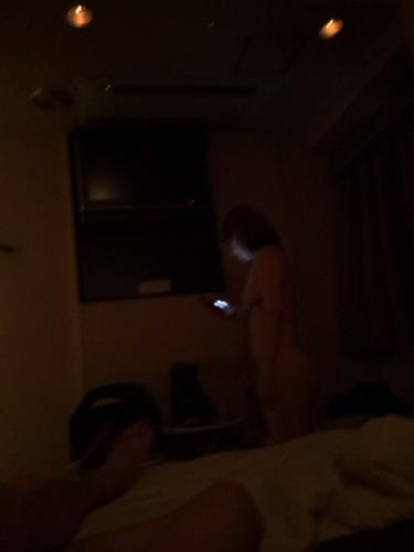 人妻と3P後にホテルで朝まで
