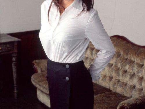 白シャツ人妻